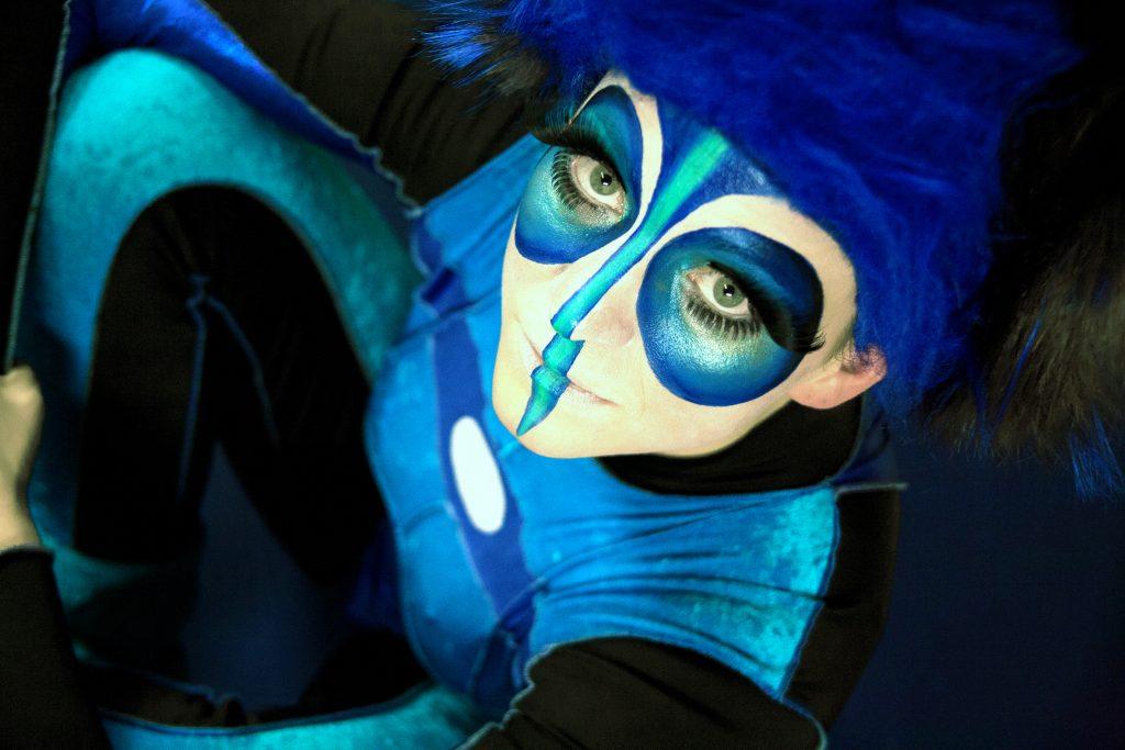 Natacha Blandine - Cirque-Artiste au parcours surprenant-Vous êtes à la recherche d'un artiste , d'un cour ou d'un stage de cirque ?